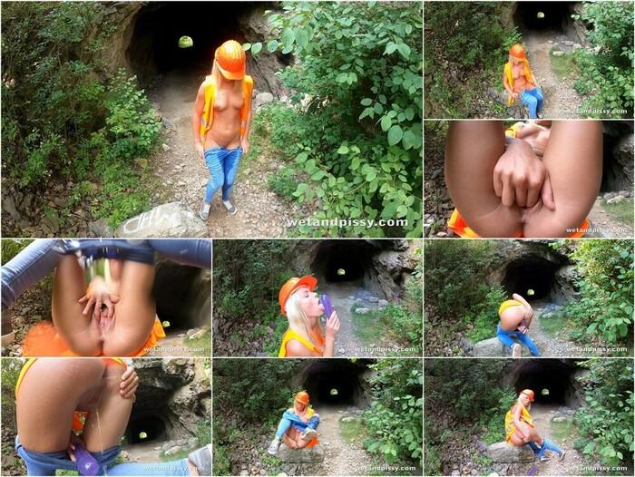 Wet And Pissy – Claudia Macc