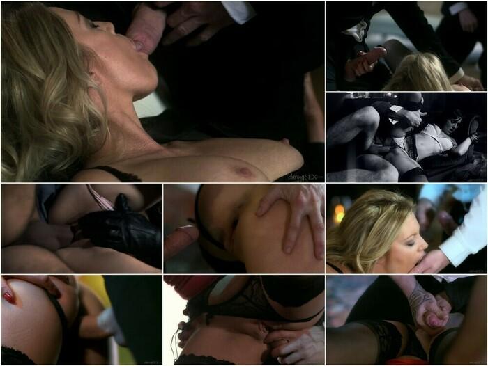 Holly Kiss (Full HD)