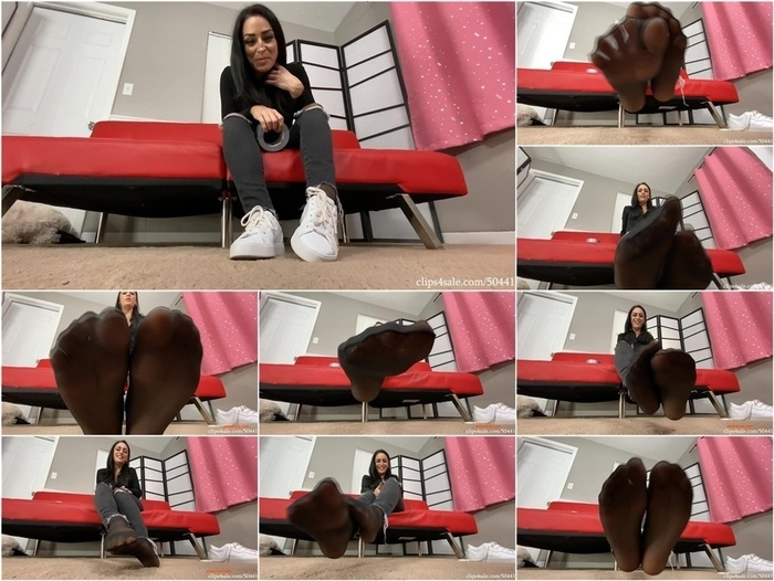 Bratty Babes Own You – Cat Burgler Cleo Series- Stinky Foot Worship HD